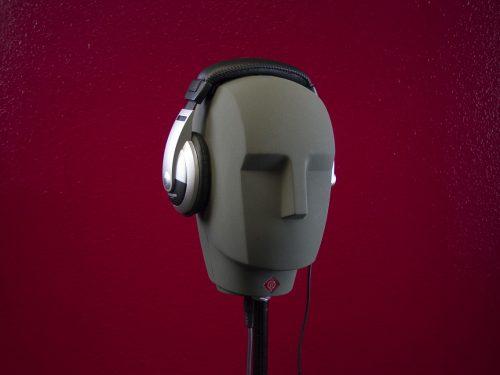 headphones-764864_1280